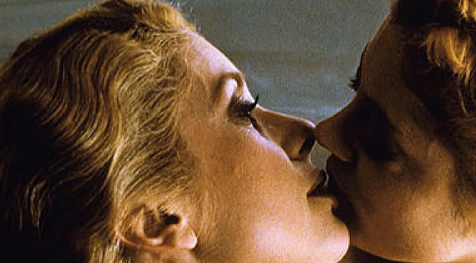 Image for Qui Catherine Deneuve n'a-t-elle JAMAIS embrassé à l'écran ?