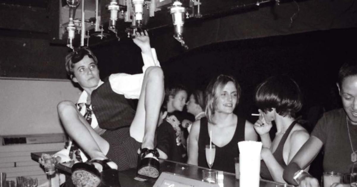 Image for Comment s'appelait le mythique club parisien qui a queerisé les nuits parisiennes de 1997 à 2007 et rendu jalouses toutes les filles nées après 1990 ?